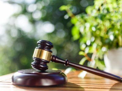 弁護士になるには!高卒も社会人も簡単?司法試験の独学勉強法とは?
